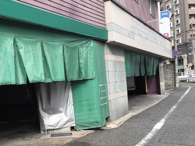 ラブホの駐車場入口
